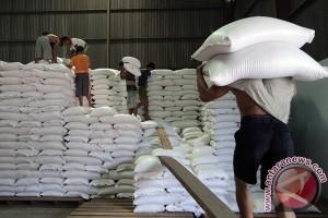 Ratusan ton beras bantuan disiapkan perkabupaten