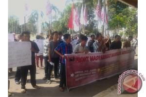 Masyarakat Mansang datangi DPRD minta hak plasma