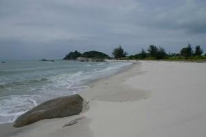 Pantai berikat di Bangka Tengah dikagumi wisatawan