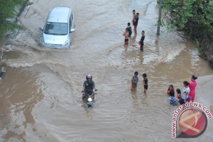 Genangan Air di Jalan Protokol Palembang