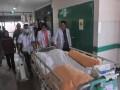 Tim medis diikuti keluarga  membawa pasien Eka Candra Kristiana usai menjalani operasi transplantasi ginjal di Rumah Sakit Moehammad Hoesin (RSMH) Palembang, Sumsel, Senin (15/5). Tim RSMH dibantu Tim dari Rumah Sakit Cipto Mangunkusumo (RSCM) berhasil melakukan operasi transplantasi ginjal dari pendonor Kanti Sumirih kepada anaknya Pasien Eka Candra pada operasi transplantasi ginjal kedua yang diselenggarakan rumah sakit tersebut.(Antarasumsel.com/Feny Selly/Ag/17)