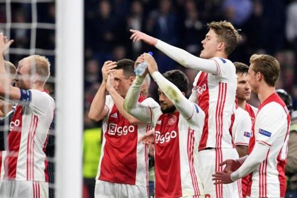 Ajax mencapai final Liga Europa meski dikalahkan Lyon