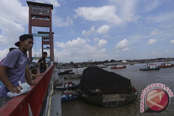 Jembatan Ampera aman dilintasi setelah ditabrak tongkang