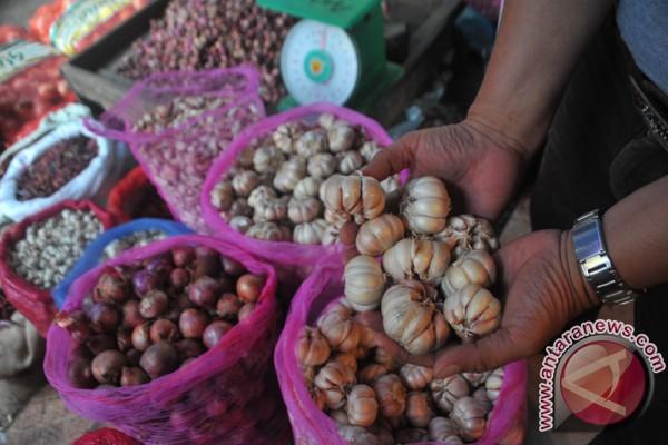 Harga bawang putih di Palembang tetap tinggi