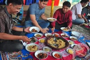 Lestarikan Tradisi Ngobeng