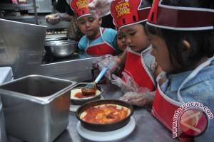 Sejumlah psikolog semangati anak-anak Surabaya pascateror bom