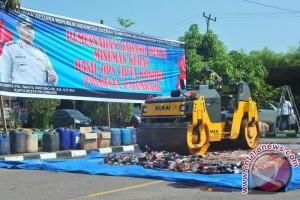 Polresta Palembang musnahkan 1.610 botol minuman keras