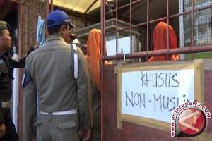 Pemilik warung melawan saat ditertibkan petugas Satpol-PP