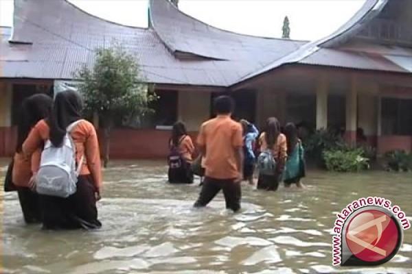 Banjir luapan sungai masih genangi Pekanbaru