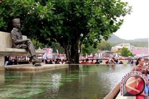 Bung Karno, pohon sukun, dan Pancasila