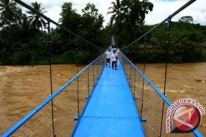Presiden susuri jalan sempit resmikan jembatan Galeh
