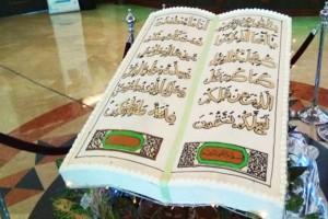 Menuangkan ketakwaan melalui kue berhias kaligrafi