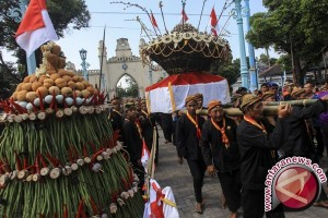 "Ratusan orang ikuti tradisi ""Gunungan Grebeg syawal"""