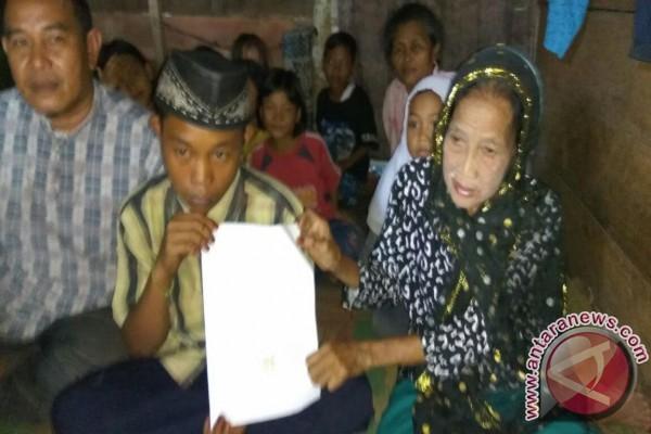 Wow, Remaja 16 tahun nikahi nenek tiga cucu