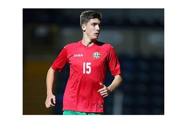 Bek muda Bulgaria Hristova bergabung dengan Fiorentina