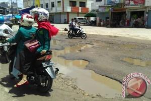 Pengguna jalan keluhkan kerusakan jalan Karangsari-Karanganyar