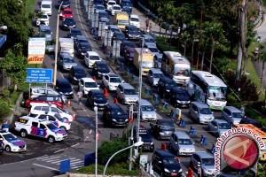Jalan lintas Sumatera Kabanjahe-Medan H+7 macet