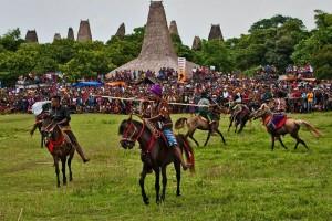 "Festival 1001 kuda Sandelwood kembali ""Bramding"" Sumba"