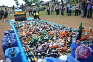 Polda Sumsel musnahkan ribuan botol minuman keras