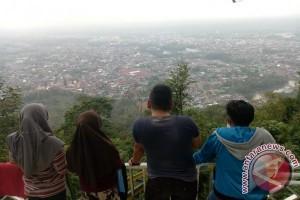 Menikmati pemandangan Kota Lubuklinggau dari ketinggian