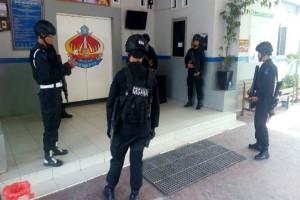 Polisi pindahkan tersangka teroris Surabaya ke Jakarta