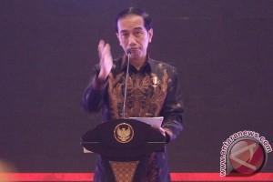 Jokowi ingatkan siswa untuk belajar dan ibadah