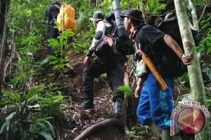 Petugas evakuasi pendaki Gunung Kerinci