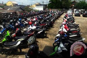 Ratusan juru parkir tolak sistem parkir online