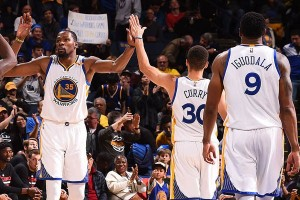 Warriors merekrut kembali Curry dan kawan-kawan