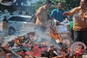 Kemenag Sumsel musnahkan ratusan ribu buku nikah lama