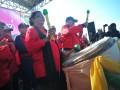 Menteri Pemberdayaan Perempuan dan Perlindungan Anak Yohana Yembise (kiri) bersama Gubernur Sumatera Selatan Alex Noerdin (kanan) menghadiri deklarasi provinsi Sumsel menuju Kota layak anak di Pelataran Benteng Kuto Besak Palembang, Sumatera Selatan, Jumat (27/7). Seluruh kabupaten dan kota di Sumsel bersama menandatangani deklarasi kesiapan menuju kota layak anak dalam menyongsong Asian Games 2018 juga sebagai rangkaian peringatan Hari Anak Nasional. (Antarasumsel.com/Feny Selly/Ag/17)