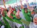 Sejumlah anak bersenam ria pada deklarasi provinsi Sumsel menuju Kota layak anak di Pelataran Benteng Kuto Besak Palembang, Sumsel, jumat (27/7). Seluruh kabupaten dan kota di Sumsel bersama menandatangani deklarasi kesiapan menuju kota layak anak dalam menyongsong Asian Games 2018 juga sebagai rangkaian peringatan Hari Anak Nasional. (Antarasumsel.com/Feny Selly/Ag/17)