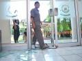 Petugas melintasi pintu yang kacanya berhasil dipecahkan di sela aksi demo di Gedung Rektorat Universitas Sriwijaya Kampus Indralaya Kabupaten Ogan Ilir, Sumsel, Kamis (3/8). Insiden di sela Aksi  tuntutan pemangkasan Uang Kuliah Tunggal (UKT) tersebut mengakibatkan salah satu intu kaca gedung rektorat pecah.(Antarasumsel.com/Feny Selly/Ag/17)