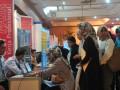 Sejumlah pencari kerja mengantri untuk memasukan lamaran di salah satu stan perusahaan pada gelaran Job Fair  atau bursa kerja di Hotel Sandjaja Palembang, Sumsel, Rabu  (9/8). Dinas Tenaga Kerja Kota Palembang mencatat saat ini tingkat pengangguran di Kota Palembang mencapai 30 persen dari jumlah pencari kerja atau jumlahnya sekitar 3.000 orang dengan dominasi latar belakang pendidikan SMA. (Antarasumsel.com/Feny Selly/Ag/17)
