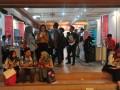 Sejumlah pencari kerja berdiskusi di sela gelaran Job Fair  atau bursa kerja di Hotel Sandjaja Palembang, Sumsel, Rabu  (9/8). Dinas Tenaga Kerja Kota Palembang mencatat saat ini tingkat pengangguran di Kota Palembang mencapai 30 persen dari jumlah pencari kerja atau jumlahnya sekitar 3.000 orang dengan dominasi latar belakang pendidikan SMA. (Antarasumsel.com/Feny Selly/Ag/17)