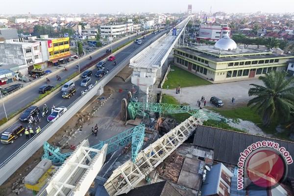 Alat berat LRT jatuh tujuh korban luka ringan