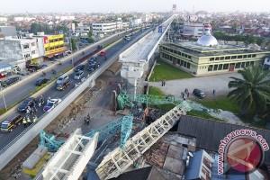 5 orang terluka akibat kontruksi LRT Jaktim roboh