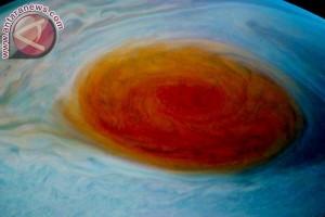 Mengamati jupiter dan Saturnus di gedung sate