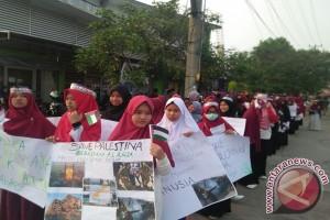 Ratusan massa peduli Palestina gelar aksi damai