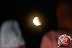 Gerhana bulan terlihat di Aceh