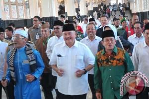 Gubernur ajak masyarakat manasik di asrama haji