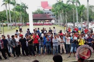 Ribuan pengemudi taksi-ojek daring gelar aksi damai
