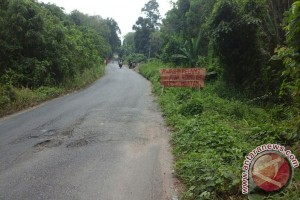 Warga keluhkan pembangunan Jembatan Airwal Kecamatan Peninjauan