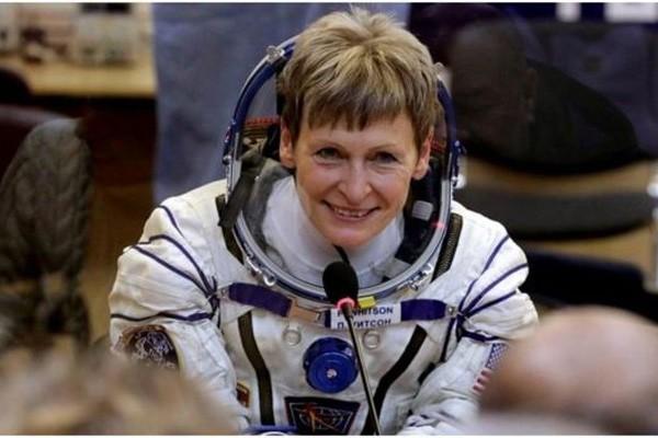 Astronot NASA wanita Peggy Whitson pecahkan rekor terlama berada di luar angkasa