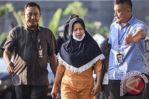 Hakim Bengkulu buang uang ke belakang rumah