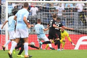 Napoli masi di puncak klasemen Liga Italia