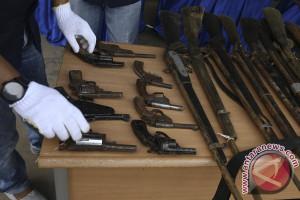 Masyarakat serahkan 24 pucuk senjata api rakitan