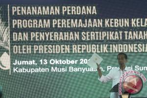 Presiden serahkan sertifikat lahan untuk petani Sumsel