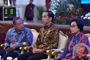 Jokowi panggil tiga menteri terkait holding migas