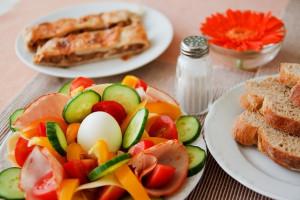 Kenapa kita harus terapkan peraturan pola makan untuk anak  !